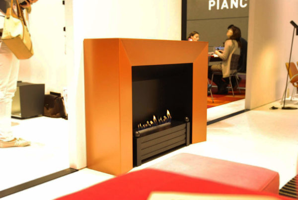 Decoflame Milano, orange biopejs indsats på messe